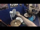 Совсем юный Илья впервые сел за барабаны