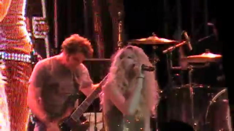 Taylor Swift - Love Story (Live on Chicago Country Music Festival 2009)