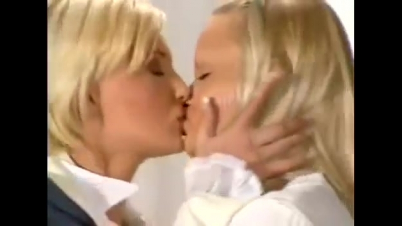 Лесби совращает натуралку порно смотреть онлайн 149