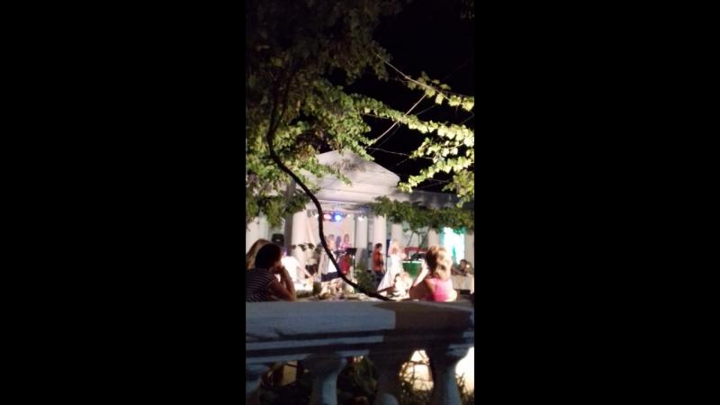 Ресторан Золотой пляж Шоу двойников