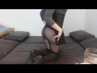 Горячая девушка с шикарной попой и сиськами в юбке и колготках на вебку школьница pantyhose