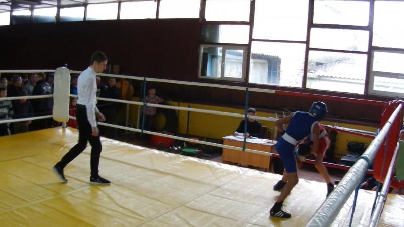 В залі боксу ДЮСШ відділу молоді і спорту Броварської міськради з 13 по 15 квітня проходить боксерський турнір Шкіряна рукавичк