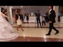 Девушка очень красиво танцует лезгинку на свадьбе