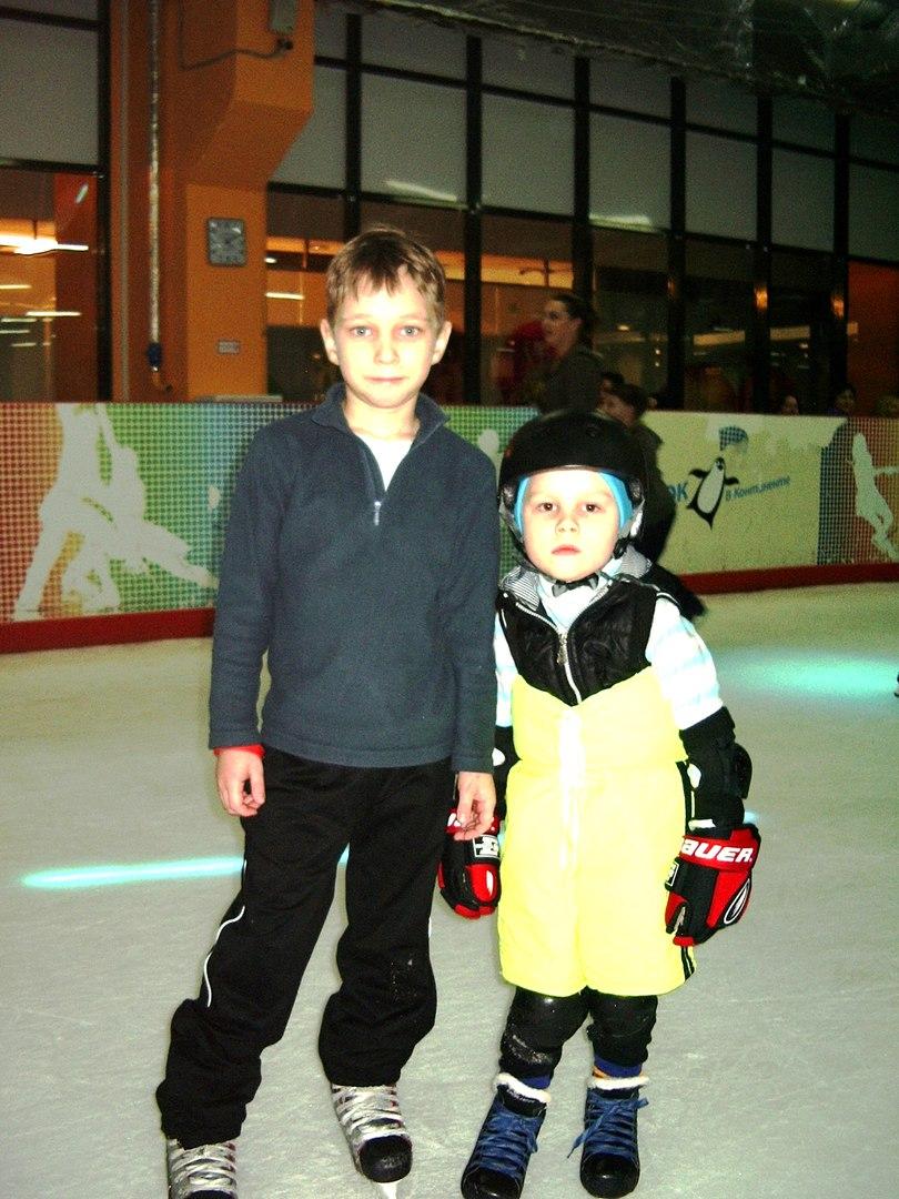 Тренировка по хоккею с шайбой. ТРК Континент