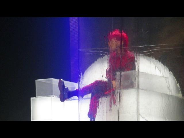 G-DRAGON (지드래곤) - THAT XX ♪ (그 XX) LIVE IN PARIS @ BERCY ACCORHOTELS ARENA 170928 by Nowayfarer