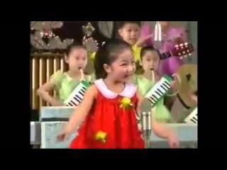 Дети из Северной Кореи поют про Уничтожение США; про ядерную бомбу