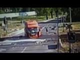 ДТП. Чехия. Водитель не пострадал, в поезде 10 раненых.