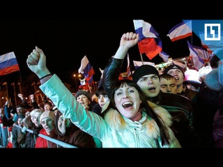 2000 человек поют гимн России