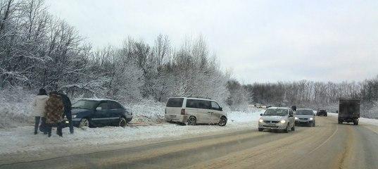 Причиной заноса автомобиля послужила не очищенная от снега дорога