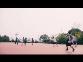 Волейболисты играют в баскетбол (6 sec)