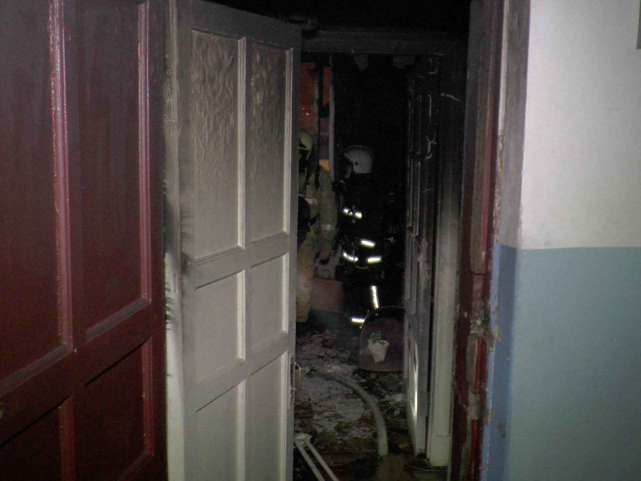 В Мончегорске загорелся балкон жилого дома