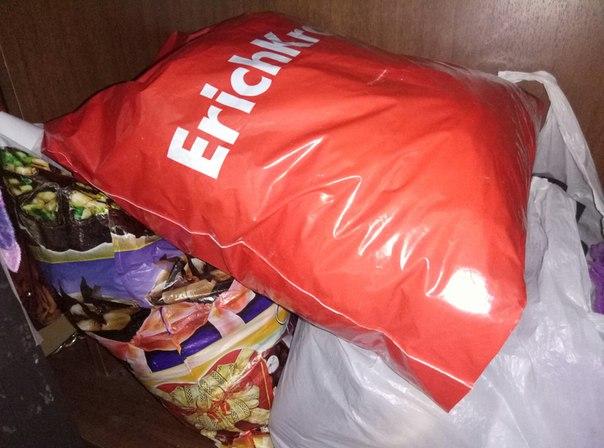 Три пакета женских вещей, 42-46, в основном 44. Среди вещей есть юбка