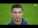 Роналду поет гимн Лиги Чемпионов