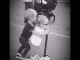 дядя катает племянницу!:)