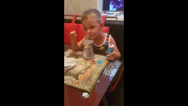 Ребенок эксперементирует!!