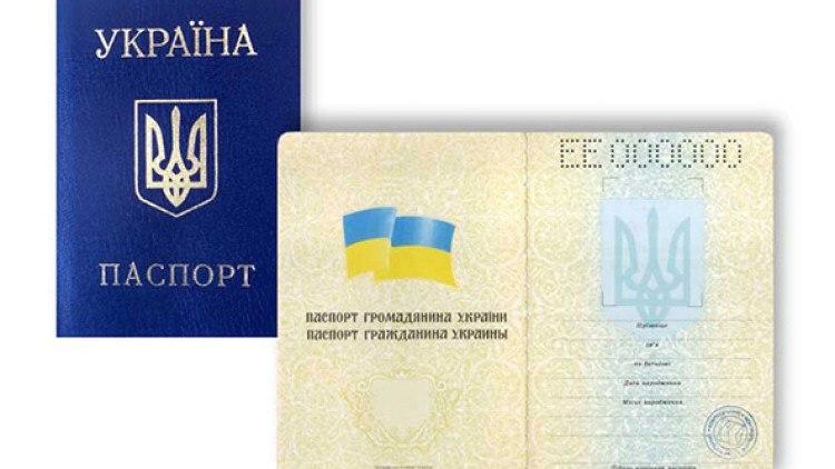 Один к двадцати: отток украинцев из страны на порядок больше желающих получить гражданство