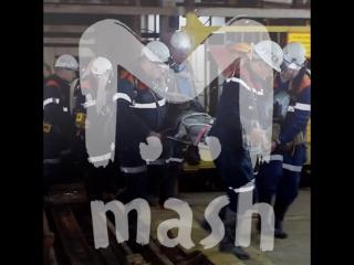 Спасатели вторые сутки ищут 8 шахтеров, пропавших после затопления рудника в Якутии