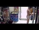 В Польше голый мужчина взял в магазине пиво и ушёл, не расплатившись