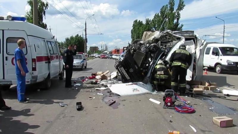 В столкновении двух грузовиков погиб мужчина. Рассказ очевидца