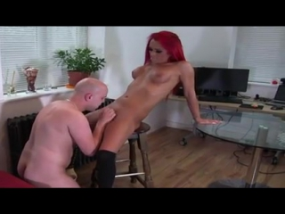 _sexy_high_heeled_red_head_shemale