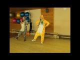 giraffe and zebra dancing Zumba