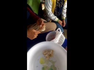 Как лепят тайские вонтоны