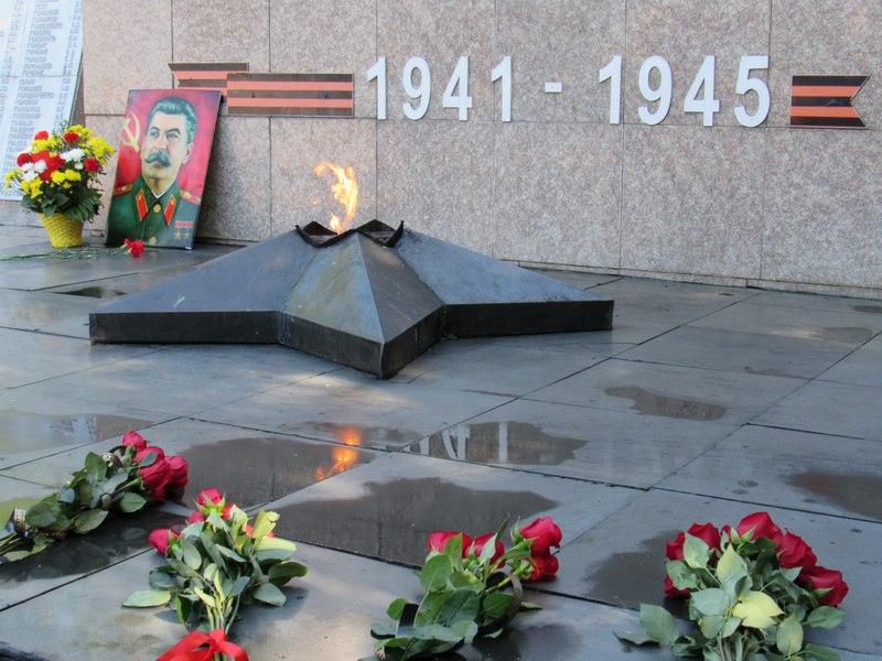 Подвиг русского солдата не будет забыт!
