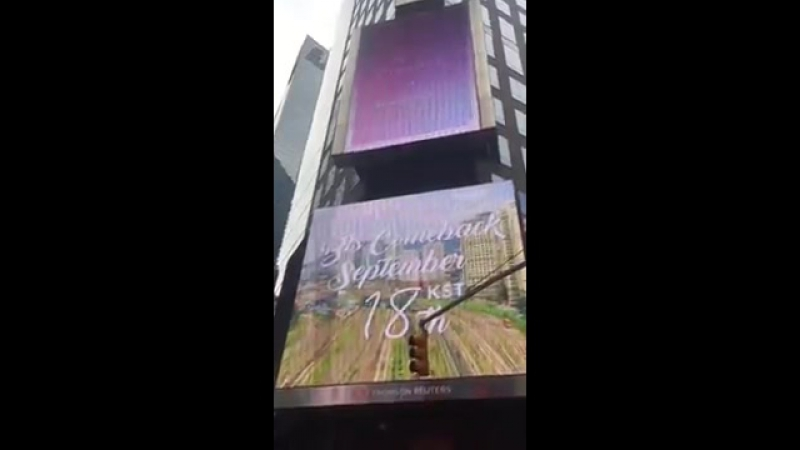 140917 [VIDEO] Comeback countdown video video on the Times Square (1)