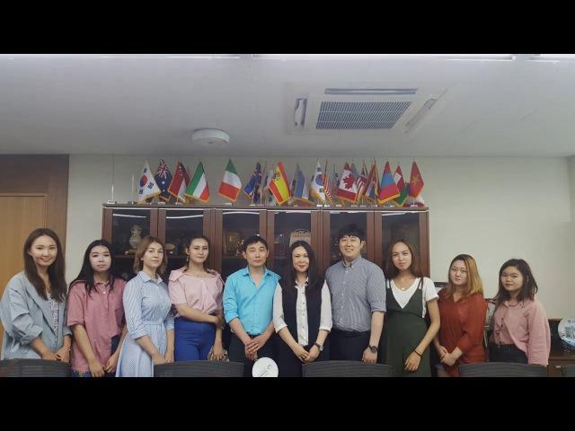 Студенты центра Dream High в сеульском университете KMU