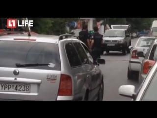 Взорван автомобиль экс-премьера Греции Пападимоса