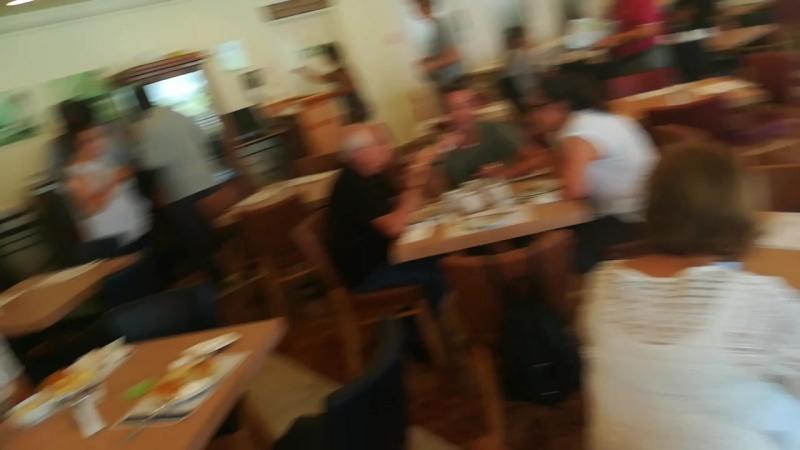 Мы с папой на завтраке в гостинице Гранд отель в Тель-Авиве.:)