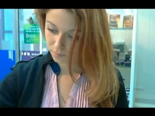 devushka-sebya-laskaet-v-kabinete-na-rabote-negrityanki-siski-video