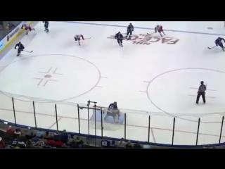Самый нелепый гол года в хоккее