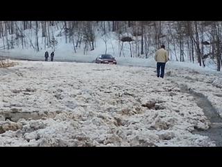 Ледяной затор на автодороге Межгорье-Центральный-Юго-Западный 10 апреля 2017 года