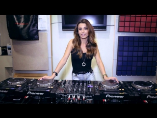 Juicy M mixing on vinyl, DVS and CDJs
