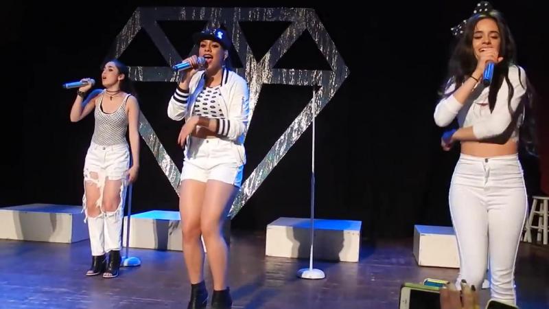Выступление с песней «Tellin' Me» на концерте в рамках тура «5th Times a Charm Tour» (12 июня 2014 года)