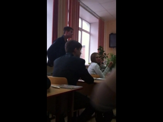 Вадим дискутирует с Танюхой.
