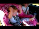 Реакция маленькой девочки на песню Gangnam style Детки бомба.....