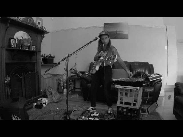 TASH SULTANA- HIGHER (LIVE BEDROOM RECORDING)