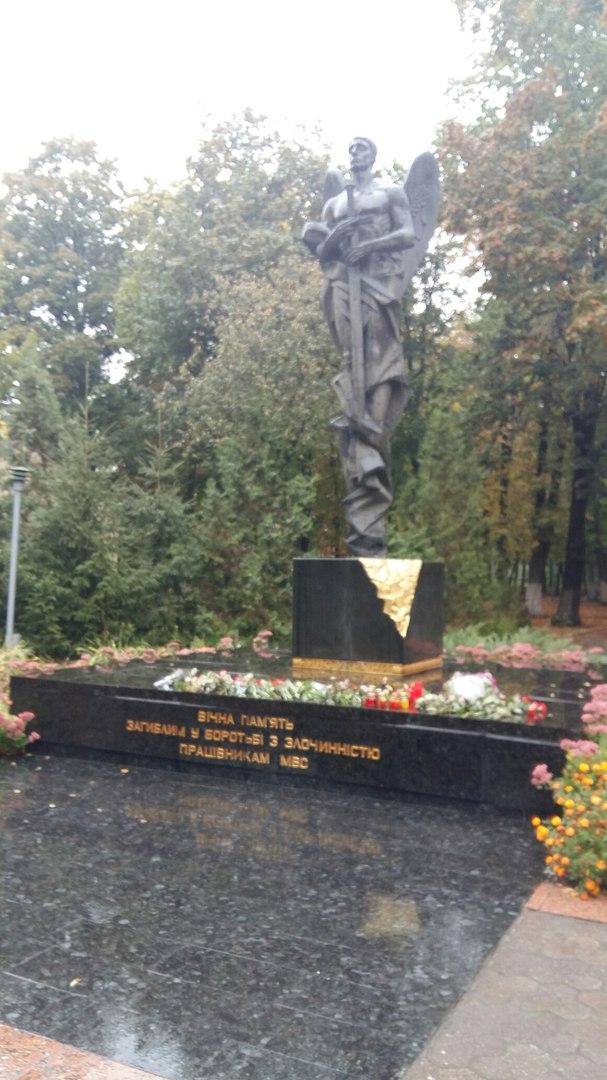 У Харкові близько 100 патрульних вшанували пам`ять загиблих у Дніпрі колег - фото 5