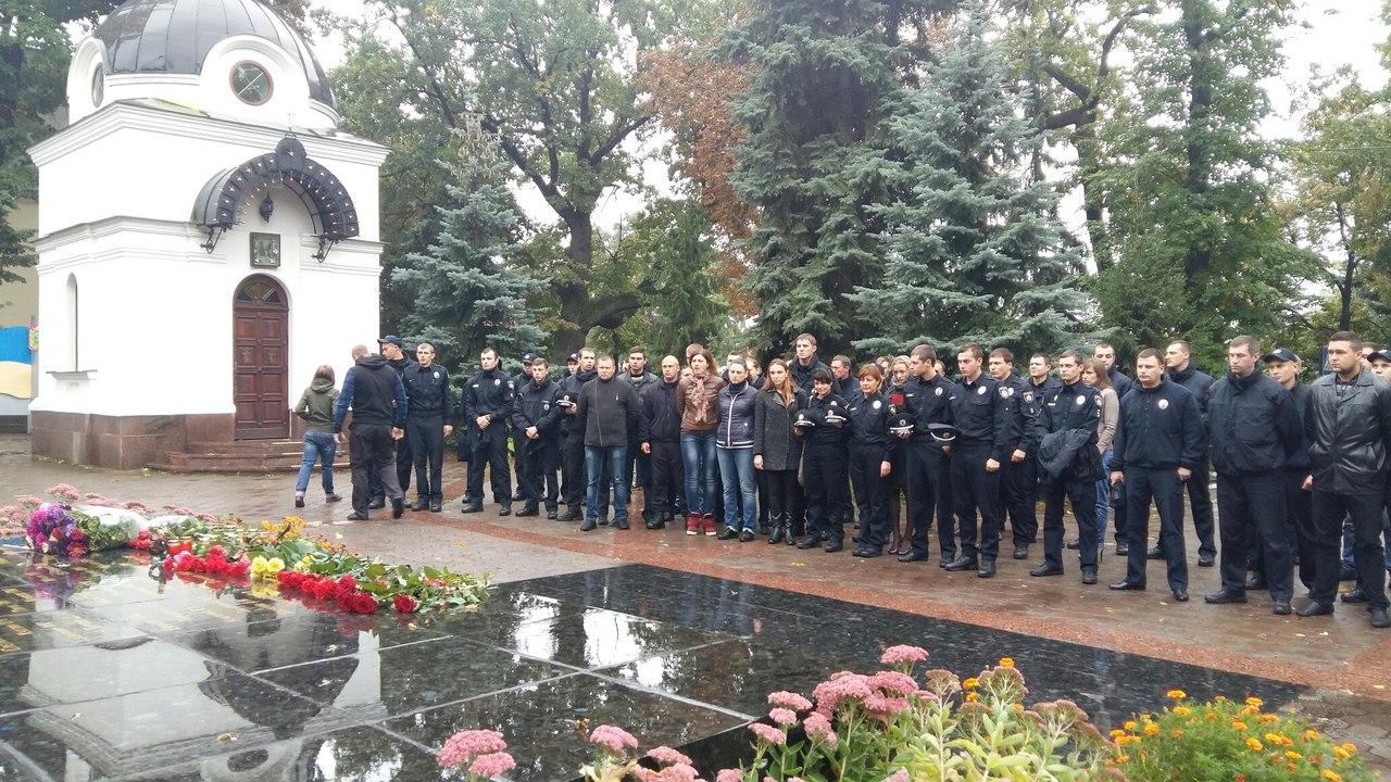 У Харкові близько 100 патрульних вшанували пам`ять загиблих у Дніпрі колег - фото 1