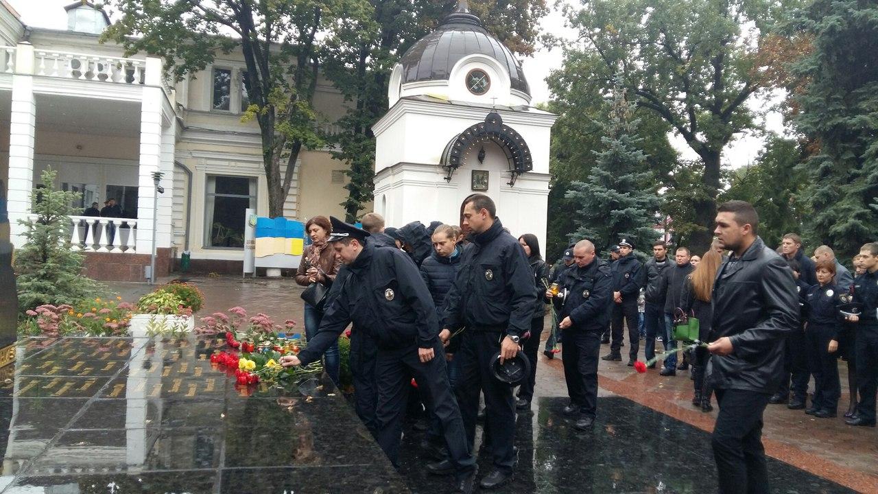 У Харкові близько 100 патрульних вшанували пам`ять загиблих у Дніпрі колег - фото 2