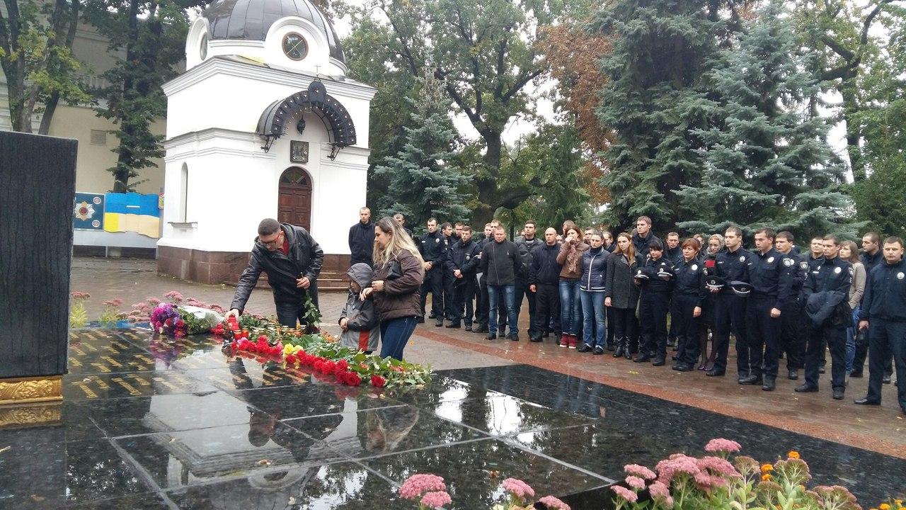 У Харкові близько 100 патрульних вшанували пам`ять загиблих у Дніпрі колег - фото 4