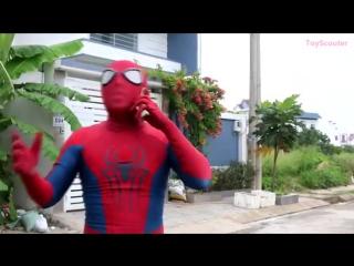 ЛИЦО_замороженый_Эльза_STUCK_на_спине_ж_Человек_паук_Maleficent_Hulk_и_Venom_в_реальной_жизни