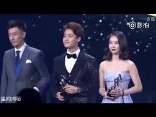 Victoria Won Weibo Breakthrough Actor Of The Year Award at Weibo Night (170116)