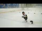 Темка на тренировке, будущее хоккея)))