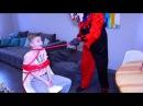 СКЕЛЕТ неожиданно нападает на детей Дети напуганы до СМЕРТИ!!