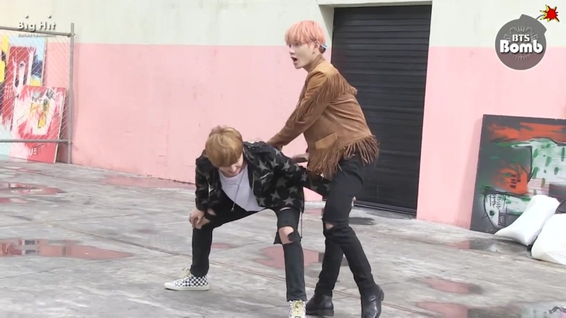 [BANGTAN BOMB] Stretching Time before Dance scene @ FIRE MV