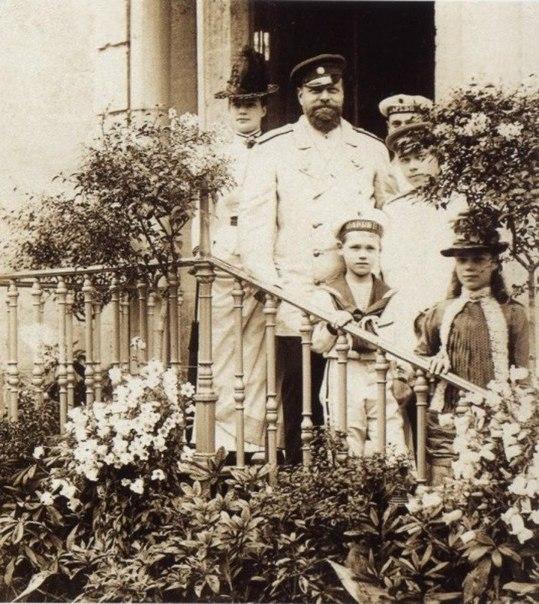 Император Александр III с семьёй. Гатчина. 1888