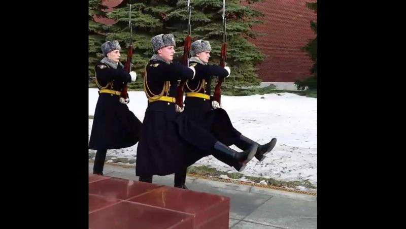Пост Почётного караула у Вечного огня в Москве на Могиле Неизвестного Солдата (Пост № 1)